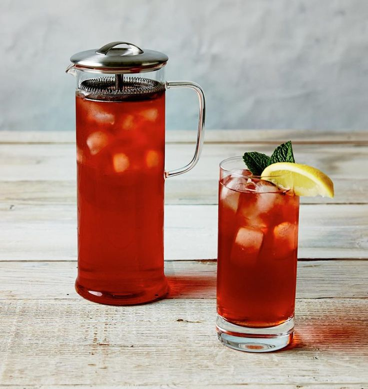 Iced tea in a tall Vivid Brewpot
